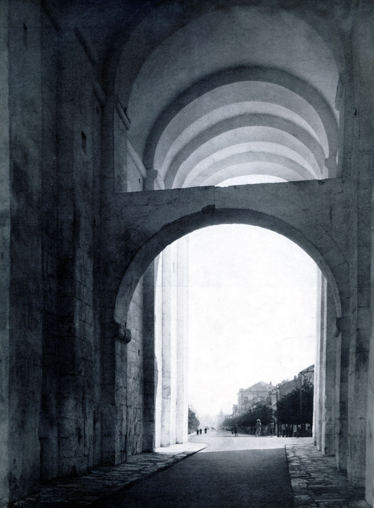 2. Владимир. Проезжая арка Золотых ворот. 1164 г. Фото А. А. Александрова