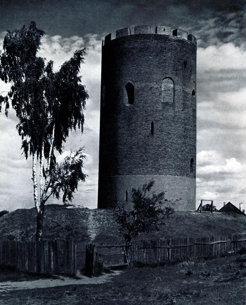 4. Каменец (Брестская обл.). 'Белая вежа'. Вторая половина XIII в. Фото Г. Н. Логвина