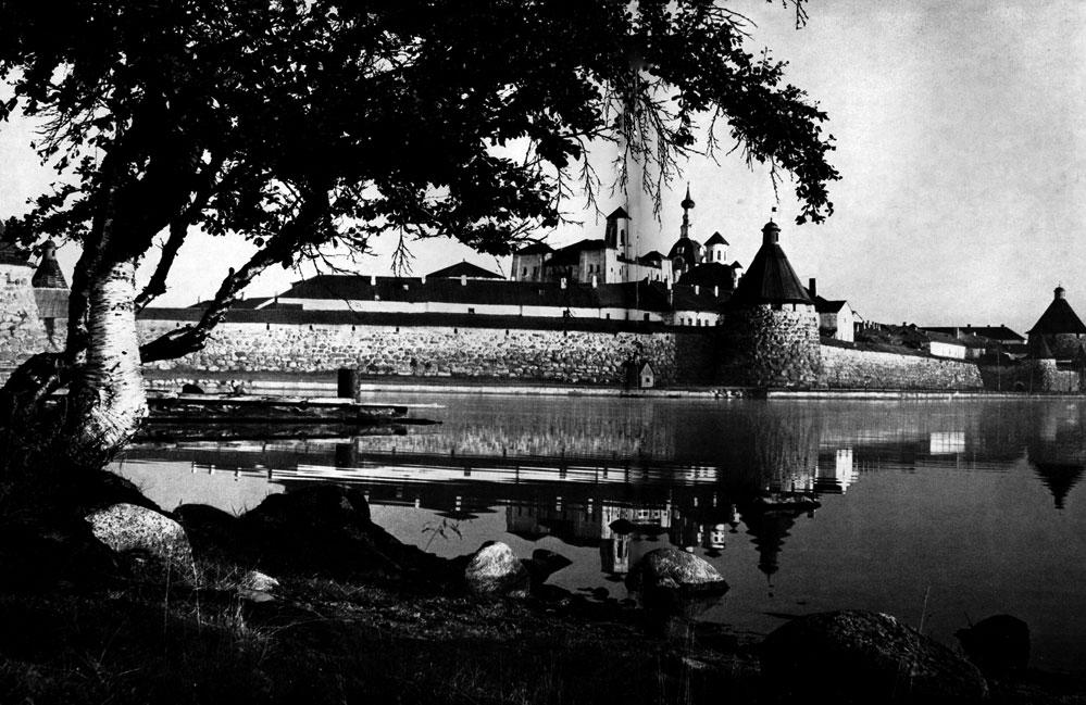 46. Соловки (Архангельская обл.). Соловецкий монастырь. Вид с северной стороны Фото Д. С. Смирнова