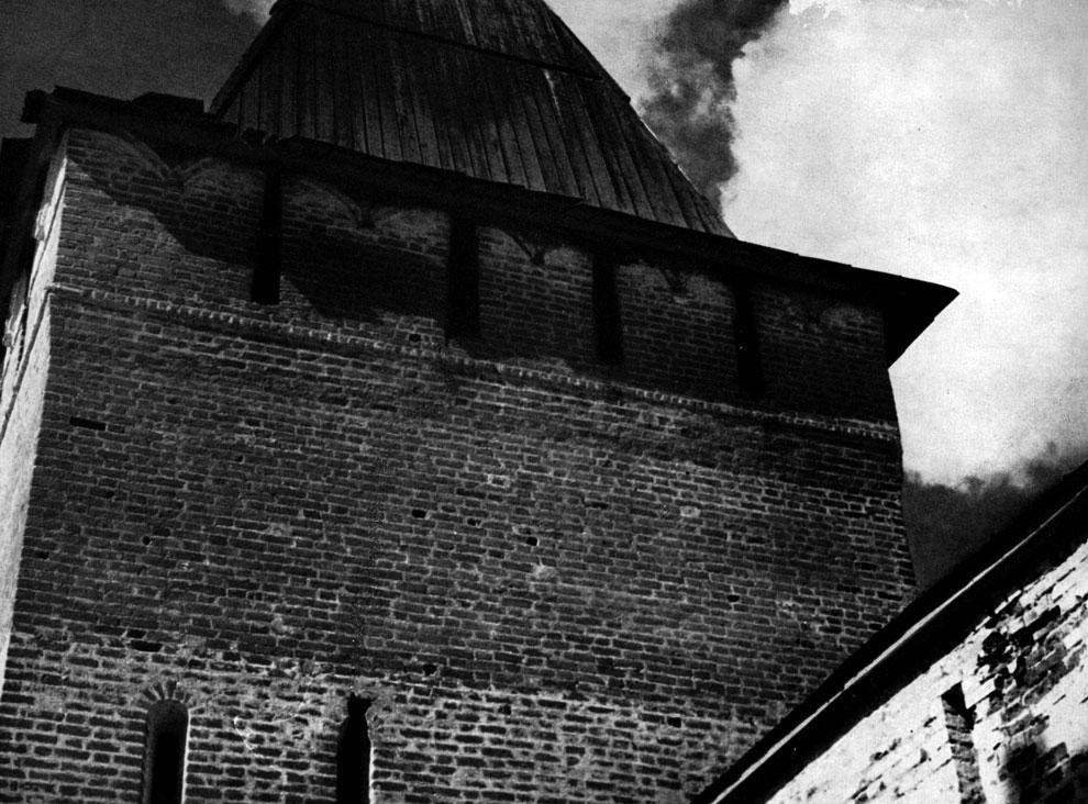 53. Пафнутьев-Боровский монастырь (Калужская обл.). Фрагмент Входной башни. 1535 г. Фото В. В. Косточкина