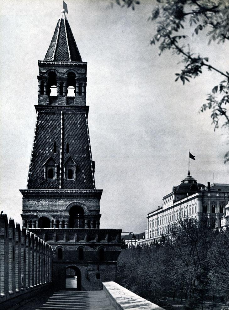 64. Москва. Кремль. Надстройка Безымянной башни. Вторая половина XVII в. Фото А. А. Тартаковского