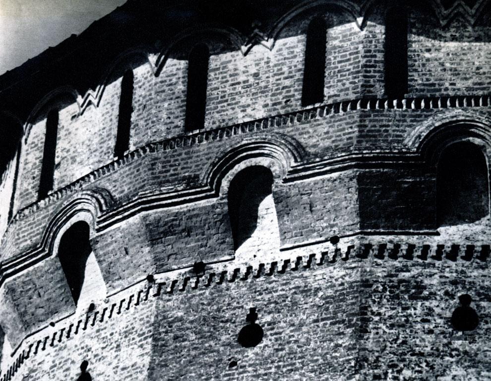 76. Вологда. Спасо-Прилуцкий монастырь. Фрагмент южной угловой башни. 1656 г. Фото А. А. Александрова