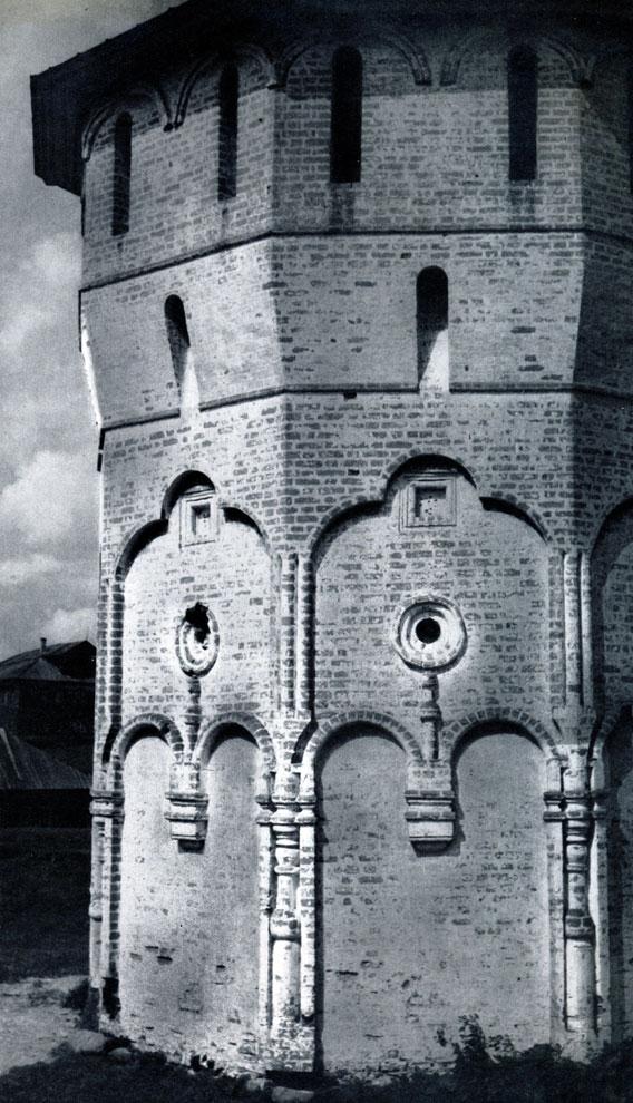 78. Вологда. Спасо-Прилуцкий монастырь. Западная угловая башня. 1656 г. Фото В. В. Косточкина