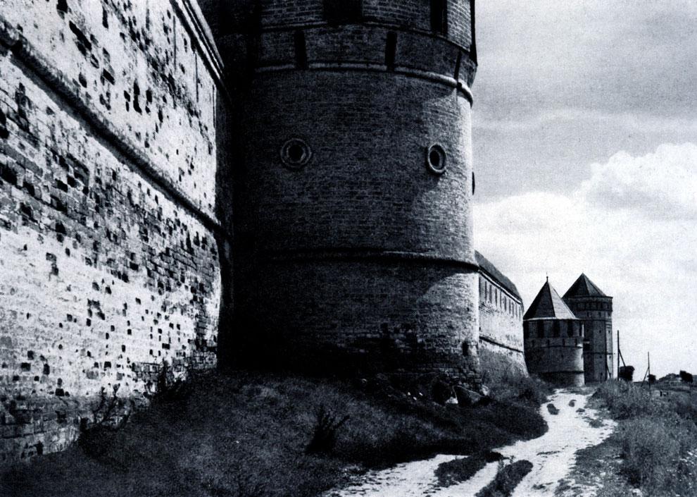 88. Суздаль (Владимирская обл.). Спасо-Евфимиевский монастырь. Башни северозападной стены. 1664 г. Фото В. В. Косточкина