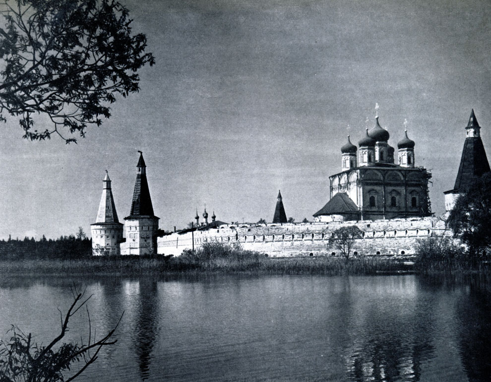 90. Иосифо-Волоколамский монастырь (Московская обл.). Вид с северной стороны Фото А. А. Александрова