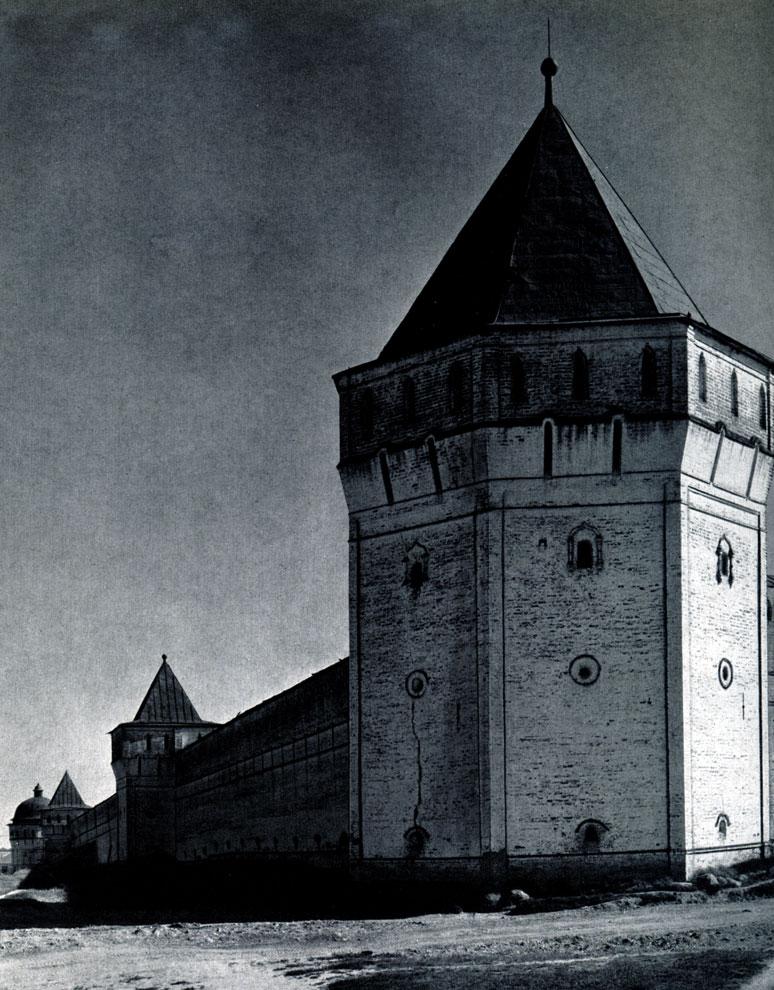99. Борисоглебский монастырь (Ярославская обл.). Башни западной стены. Конец XVII в. Фото А. А. Александрова